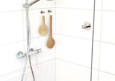 sprcha se zástěnou