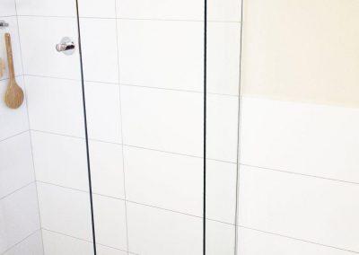 sprchový kout se zástěnou